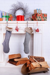 Fireplace-with-Christmas-decor-78927632